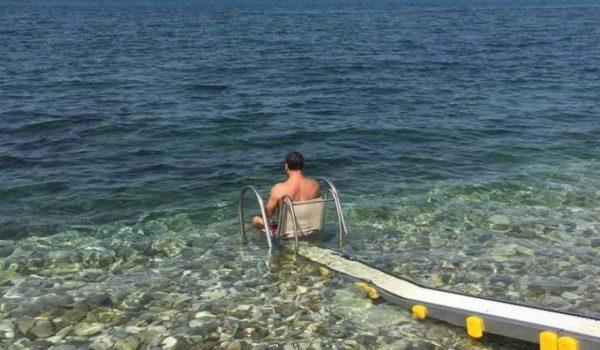 Bari, testata la prima passerella per disabili.